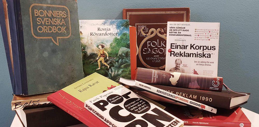 Böcker i hög för boktips